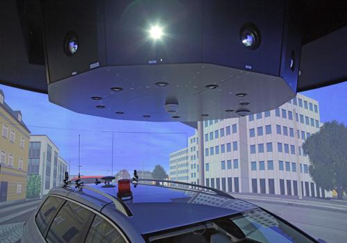 DLR - VR LAB - 360° Hi-res Zylinderprojektion Mit VW FASCar Zur Evaluation Von Fahrerassistenzsystemen - Ansicht Des Blicks Nach Hinten