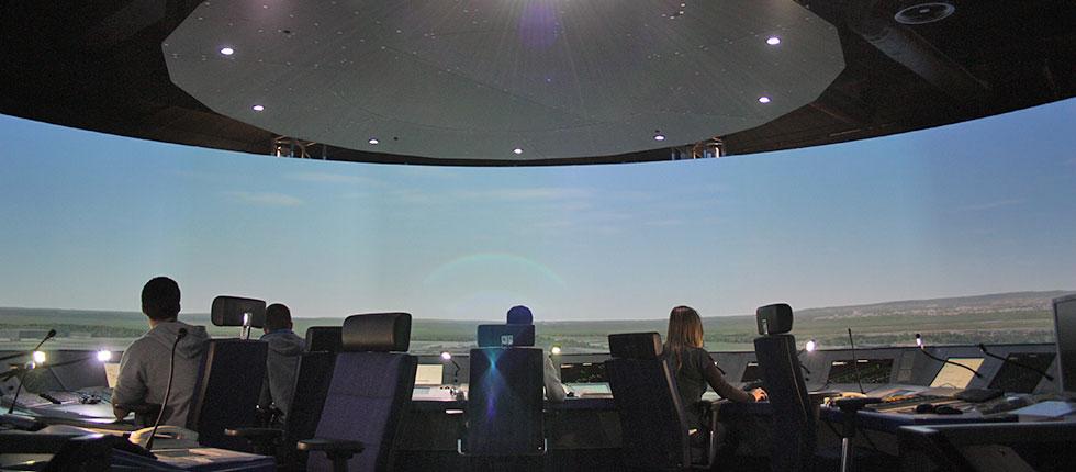 DFS Deutsche Flugsicherung GmbH, ATM Tower Simulator: 360° Zylinderprojektion Mit 18 Kanälen