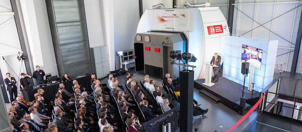 DLR Institut für Flugsystemtechnik, Braunschweig - Festsitzsimulator, AVES (Air Vehicle Simulator) Simulatorzentrum